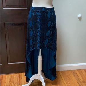 Express high low skirt in blue black snake print